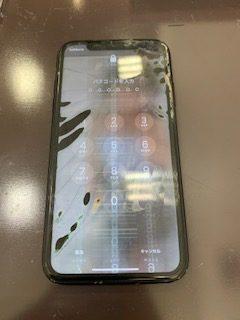 画面割れを放置していたら突然液晶漏れと画面暴走したiPhoneXR|画面液晶交換修理<東区青葉からご来店のお客様>