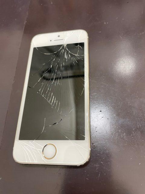 iPhone5Sの画面割れ/東区よりお越しのお客様