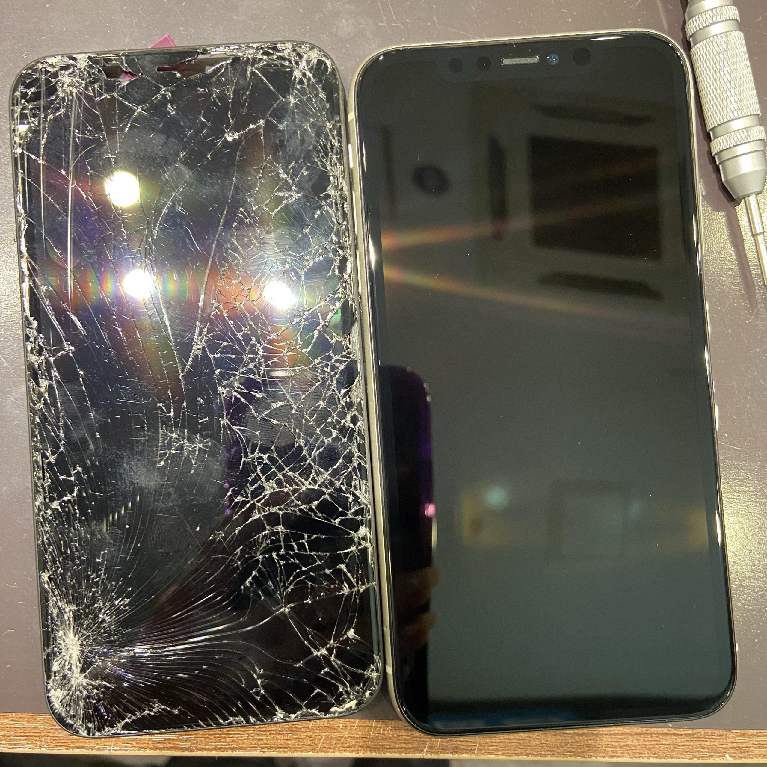 iPhone11 バキバキフォンのお直し 【三田市からご来店】