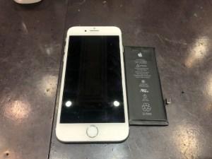 iPhone8のバッテリー交換【岡山市よりお越しのお客様】