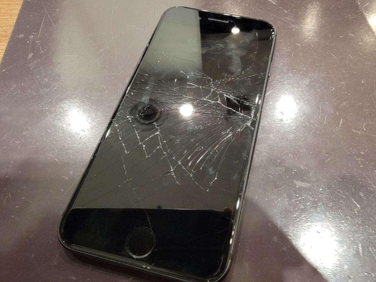 iPhone8Plus 画面修理 浦添市からお越しのお客様