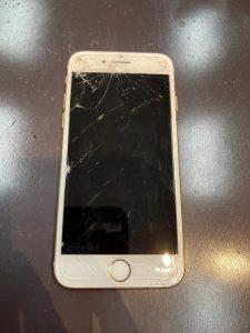 iPhone8画面割れ!!お時間30分のデータもそのままで修理可能です!!(梅田のiPhone修理店)