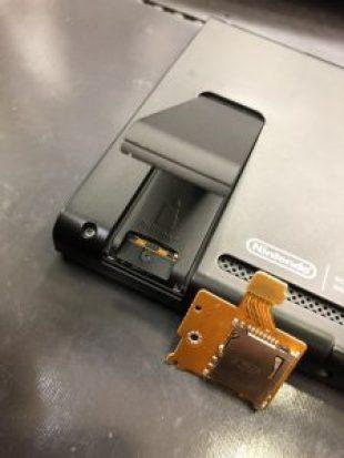 SDカードトレイ交換修理