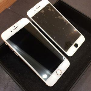 液晶ガラスが破損したiPhone8
