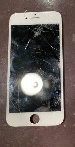 画面の割れたiPhone7