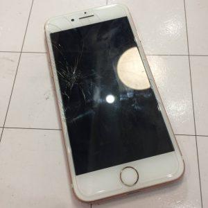 画面がわれたiPhone8