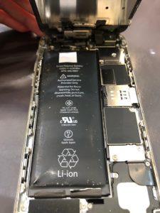 膨張したバッテリーは危険!発火する可能性も…《iPhone6》高松市