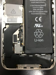 アイフォン4Sの内部