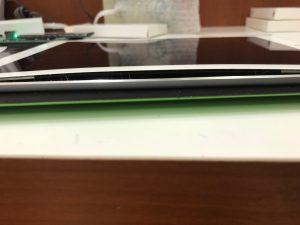 電池が膨張して画面を押し上げたiPad5