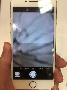 IPHONE8のカメラに黒線が入る
