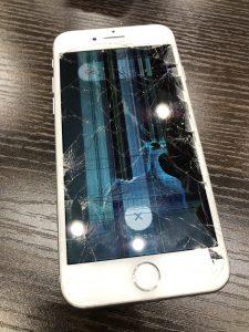 ガラス割れ重度のiPhone7