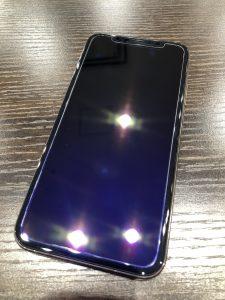 iPhoneXSバッテリー交換 保護ガラス貼付