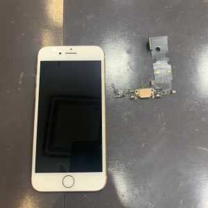 コネクター交換をしたiPhone8