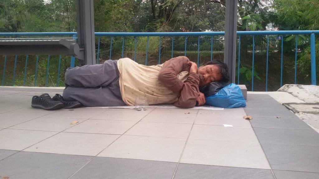 Veteran Actor Johnny Goh Plays Homeless Man_Sleeping