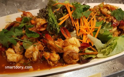Goong Takrai (poached prawn salad with lemongrass and shallots)_smartdory.com