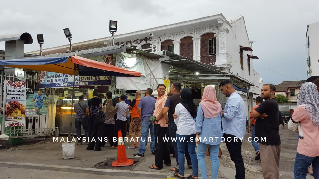 Travel Tips For Eating Nasi Melayu in Malaysia