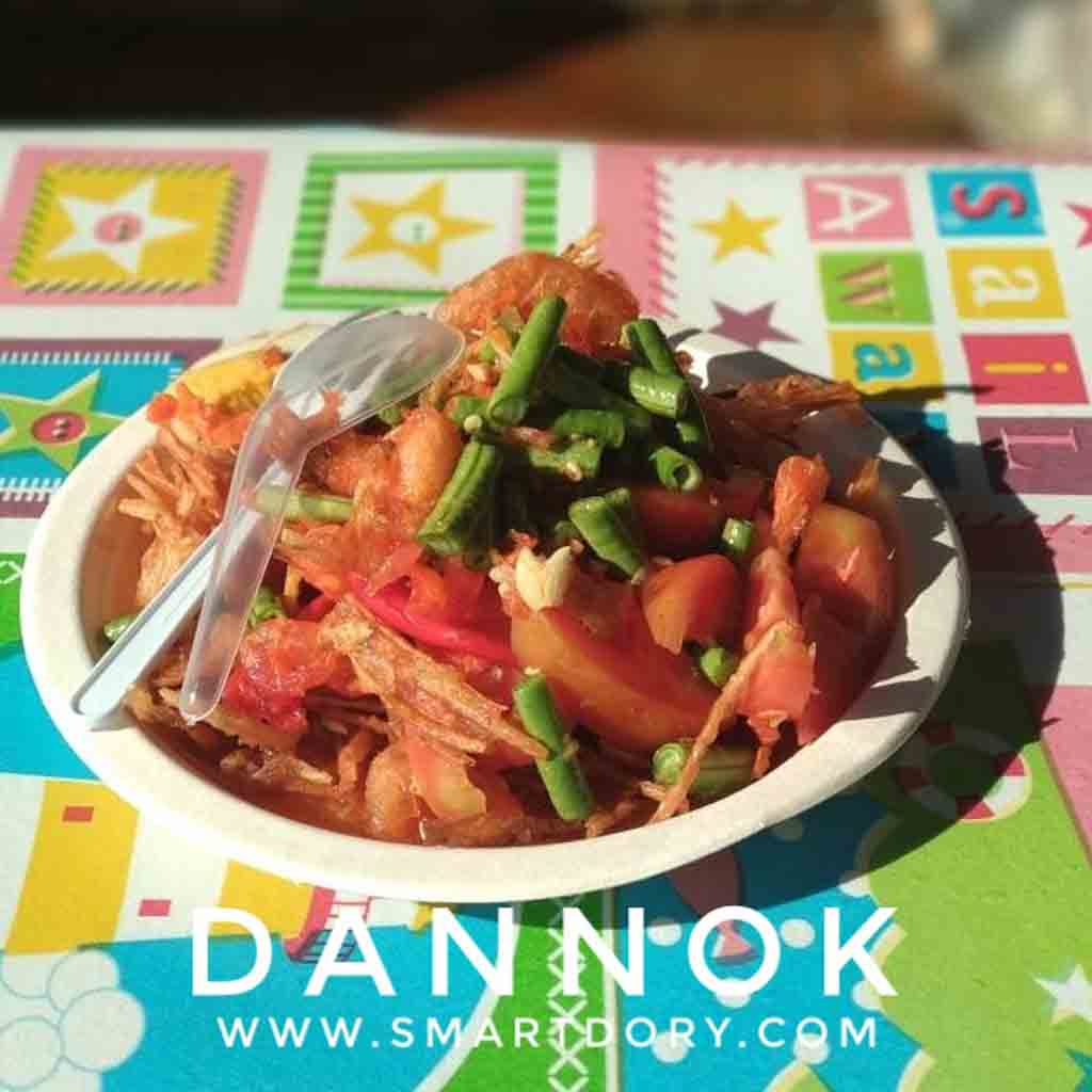 Top 10 Street Foods in Dannok Songkhla Province_Deep Fried Som Tam (Thai Salad)