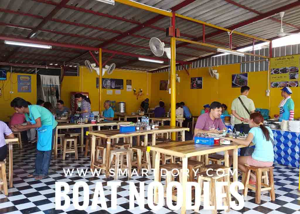 Eating Thai Boat Noodles When You Cross the Thai Border_Stall