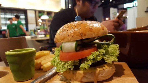 Don't Panic Go BMS Organics Healthy Food Cafe Sky Avenue_Grilled BMS Chef Burger
