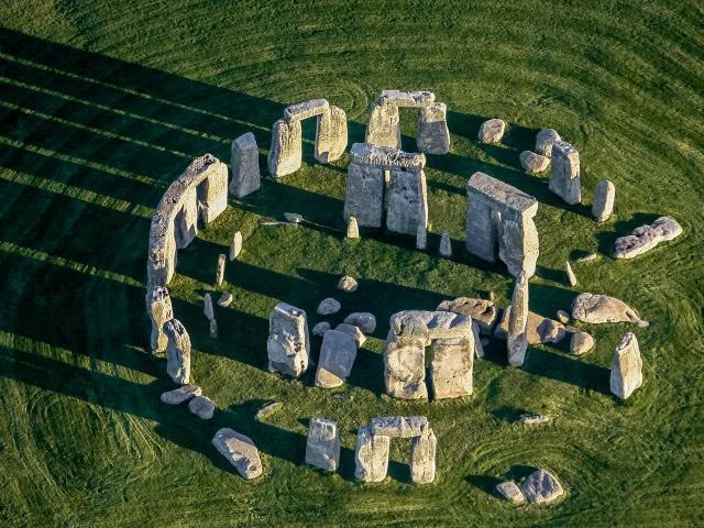Círculo de poços profundos com mais de 4 mil anos descoberto perto de Stonehenge