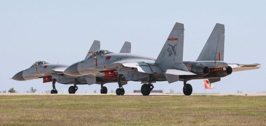 Imagens confirmam que a China está operando aviões de caça J-15 do terceiro lote