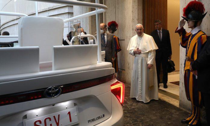 Toyota entrega um papamóvel movido a hidrogénio ao Papa Francisco