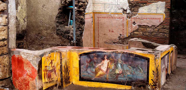 Escavações arqueológicas revelam restaurante de comida de rua intacto em Pompeia