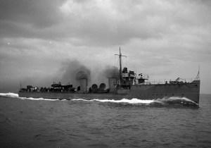 HMS Waveney at sea 15747760576