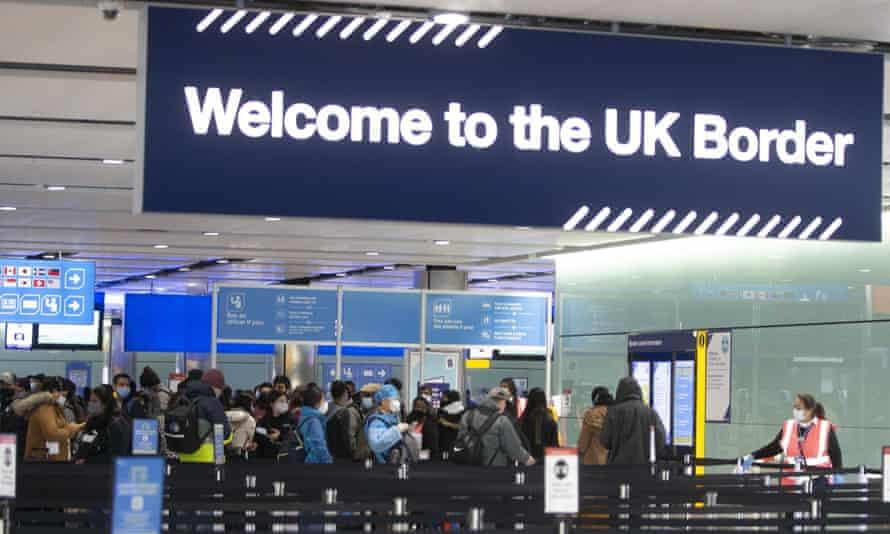 Brexit. Reino Unido está a deter cidadãos europeus e a expulsá-los