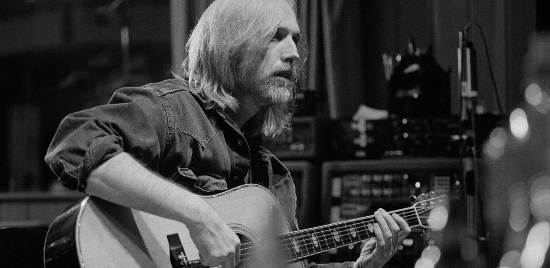 Música inédita de Tom Petty Song '105 Degrees' Drops With Lyric Video