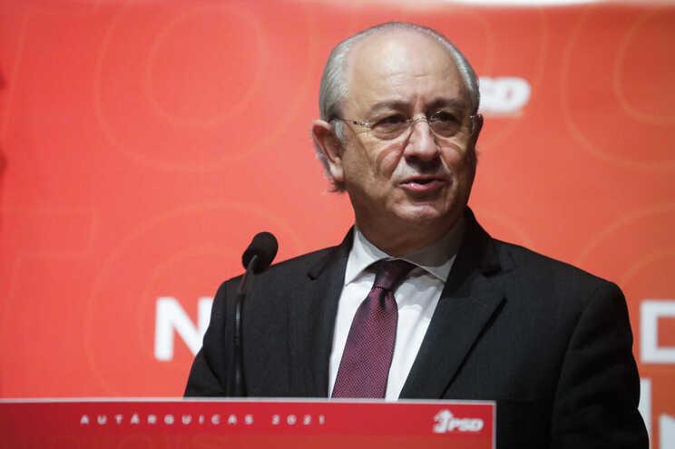 PSD propõe que haja menos 15 deputados e legislaturas de 5 anos