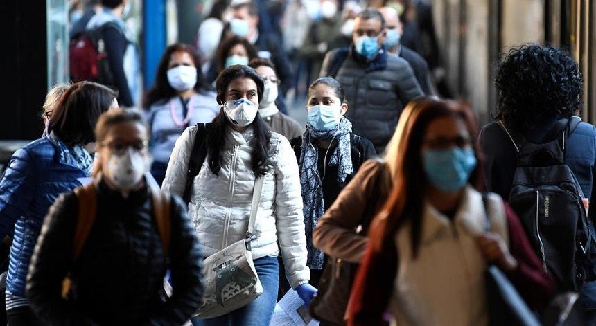 """Fim do uso de máscara na rua. """"Com 85% da vacinação, será uma medida positiva"""""""