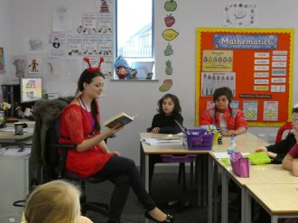 miss king reads to yr6