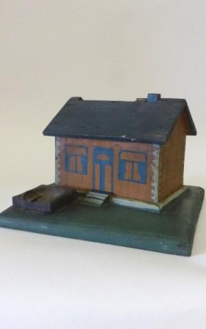 Wooden House – Cigarette Dispenser