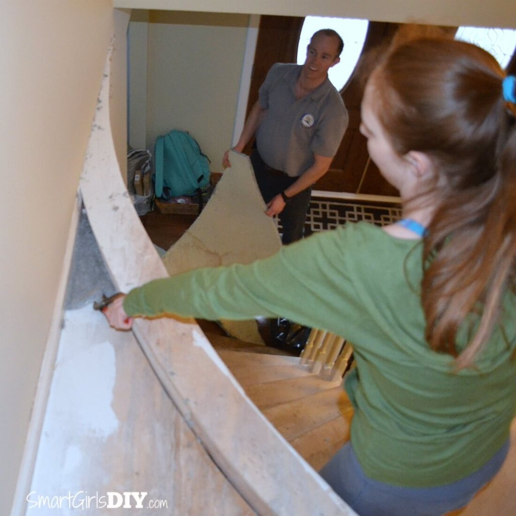 Staircase carpet removal