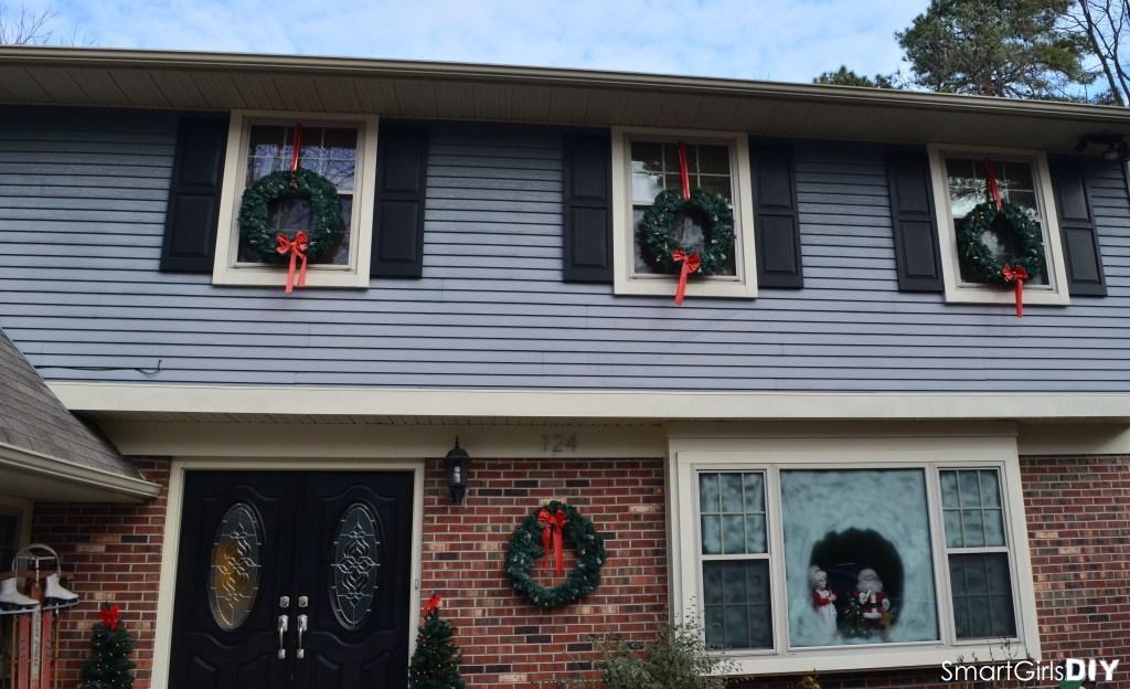Smart Girls DIY - Hanging Christmas Wreaths