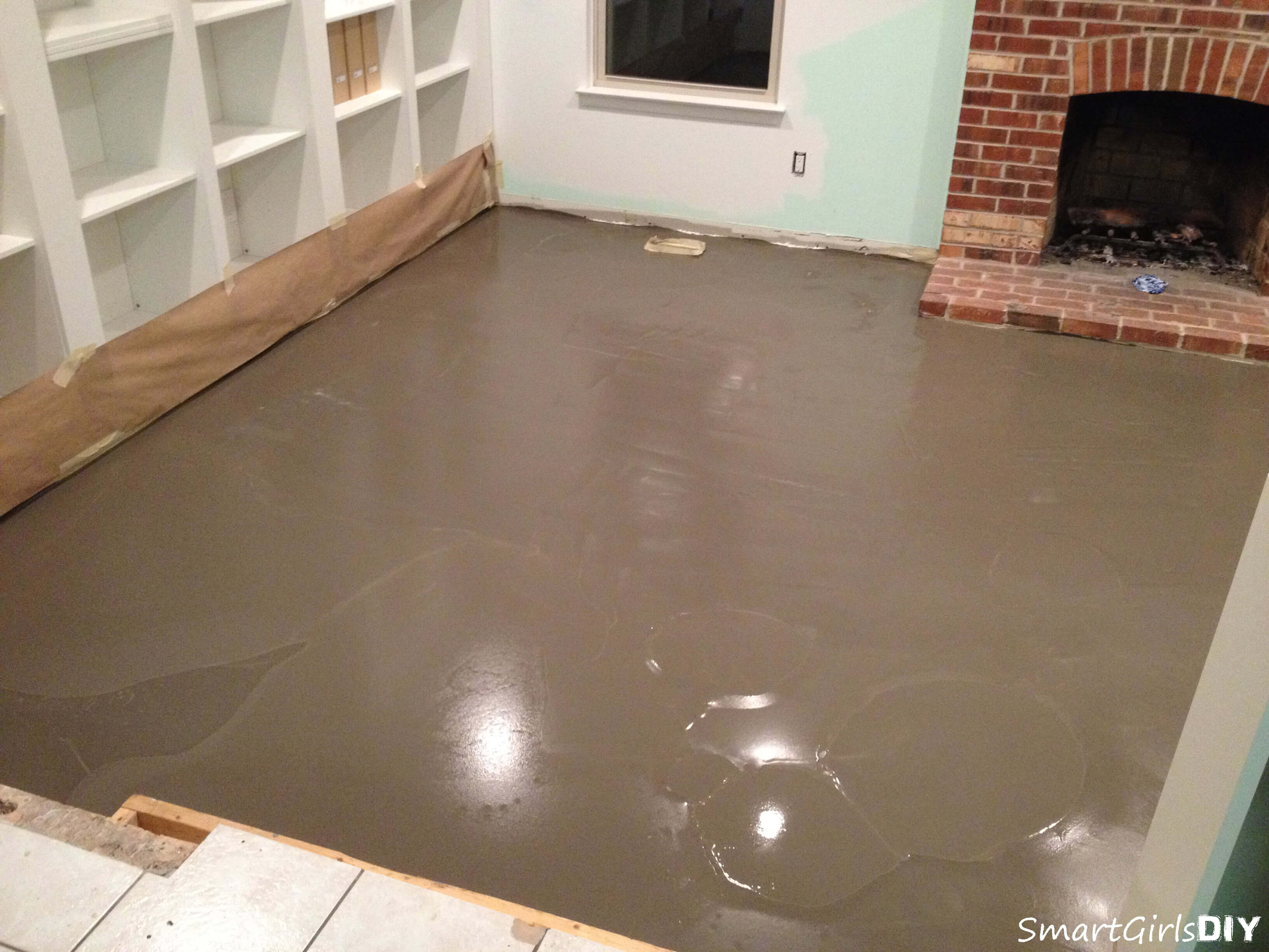 I always wanted to try self leveler family room 9 applying self leveling underlayment how to use self leveler on family room floor solutioingenieria Image collections