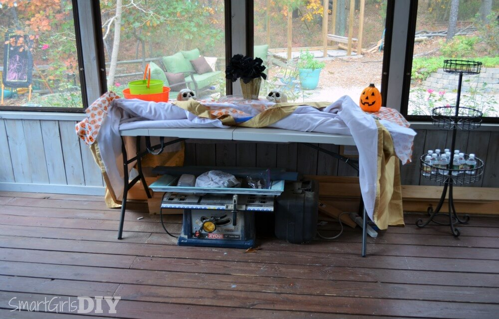 How a DIY blogger prepares for a party -- by hiding all her toys