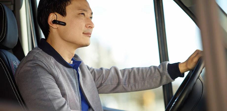 استخدم سماعة الرأس الأحادية Mono Bluetooth Headset MBH10 للاستماع إلى اتجاهات الملاحة خطوة بخطوة من هاتفك