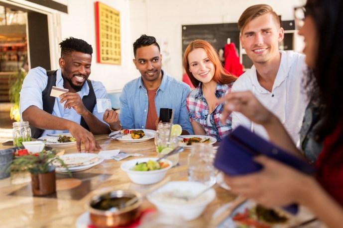 社交的の意味とは 社交的な人の特徴と人見知りの性格を直す方法8つ   Smartlog