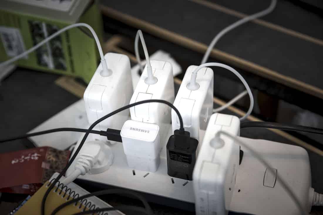 Без зарядни в следващите поколения на Samsung и Apple?