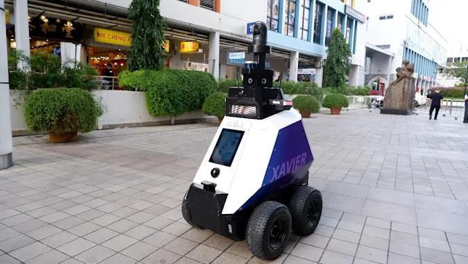 singapur xavier robot patrolujący ulice