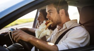 eating-driving
