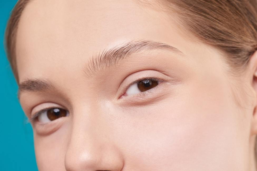 trimmed eyebrows