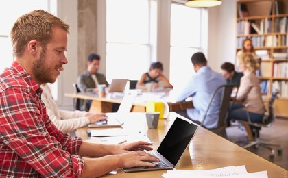 Mitlesen verboten. Eine neue EU-Verordnung stellt erhöhte Anforderungen an den Datenschutz - auch was den Schutz von PC- und Notebook-Bildschirmen angeht.