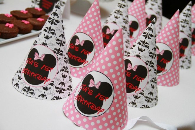 Are you looking for some Minnie Mouse birthday party ideas? This delightful party held for a 1st birthday is sweet in every way. From delicious food to delightful decoration, this is a Minnie Mouse party that any little girl is going to love. Here you will find plenty of inspiration to organize your next event.