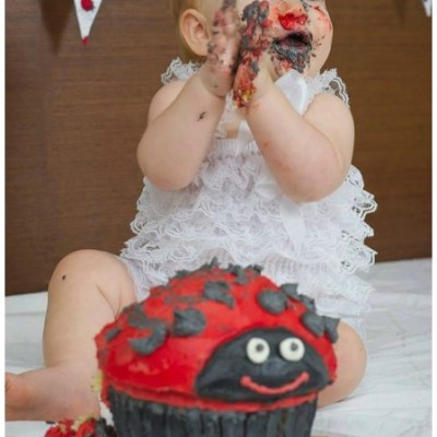 How to Hold a Cake Smash