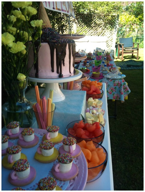 Ice cream cake table