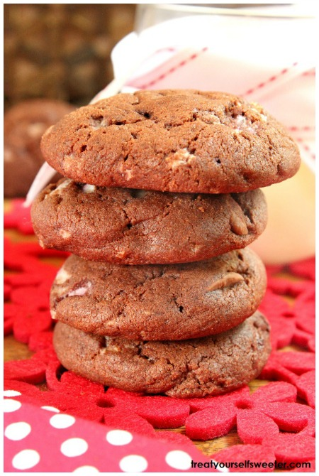 Mint Choc Chip Christmas Cookies