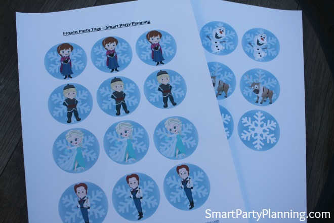 Disney Frozen cupcake toppers.  These printable Frozen cupcake toppers looked fantastic at our Frozen birthday party. Use as toppers or party bag favor tags, including all your favorite characters of Elsa, Anna, Olaf, Sven, Kristoff and Hans.